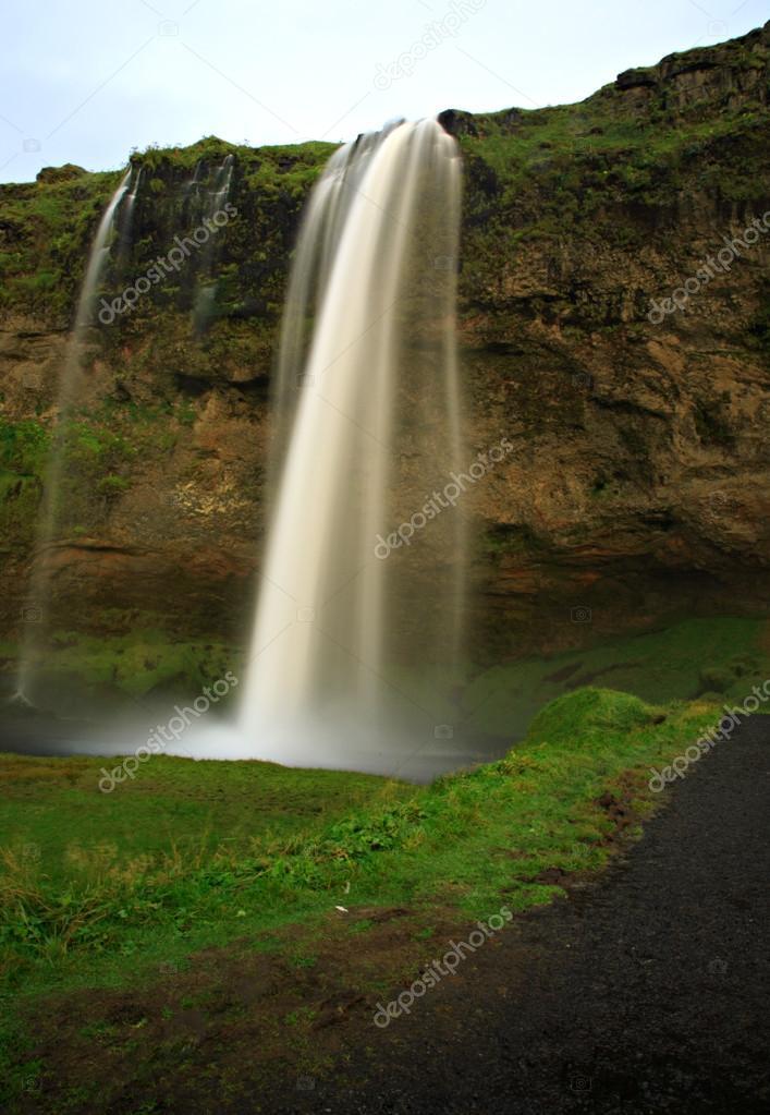 Фотообои Seljalandsfoss waterfall