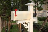 retro bílé poštovní schránka
