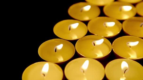 svíčky zázemí, modlitba čajové světlo svíčky, dolly-shot