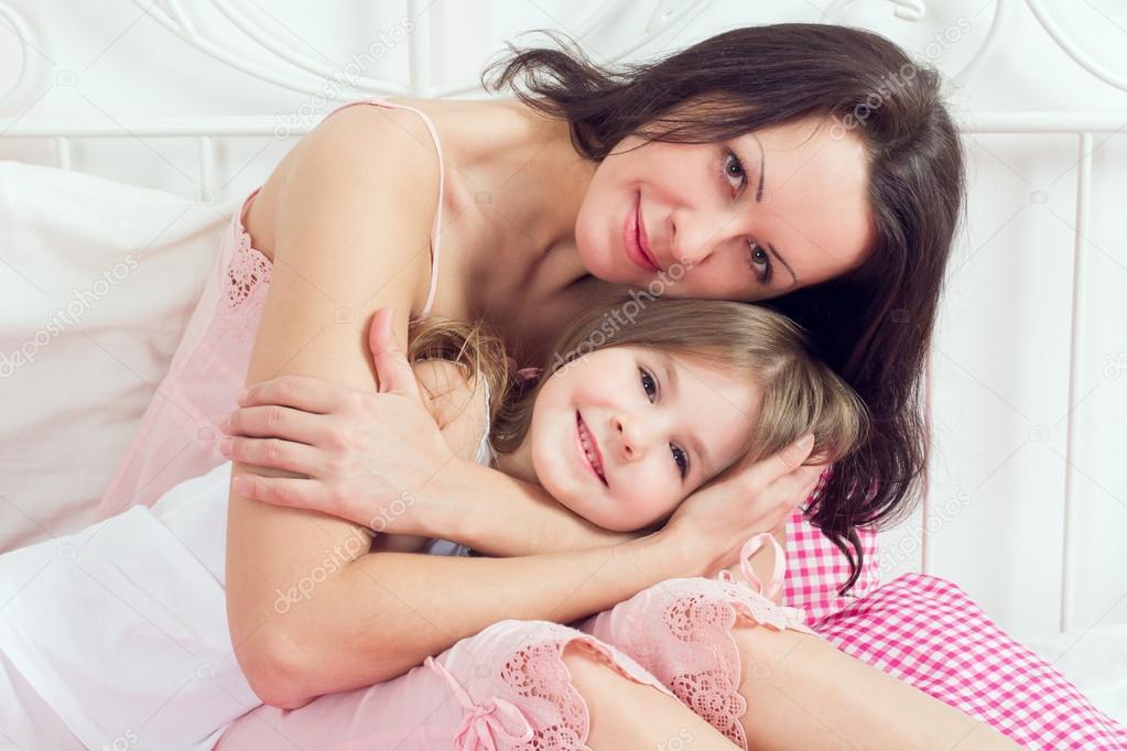 Смотреть И Регистрации Как Мама И Дочка Занимаются Любовью