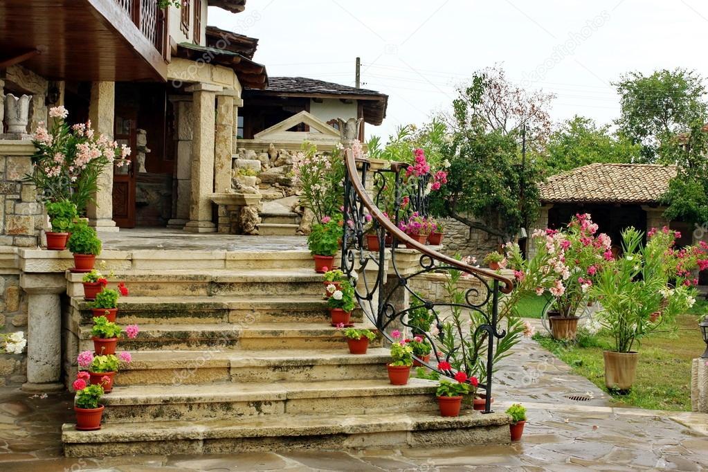 paisajismo en casa jardn con flores y escaleras de piedra natural u foto de aruba