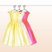 šaty na ramínku v pastelových barvách vymalované v akvarel