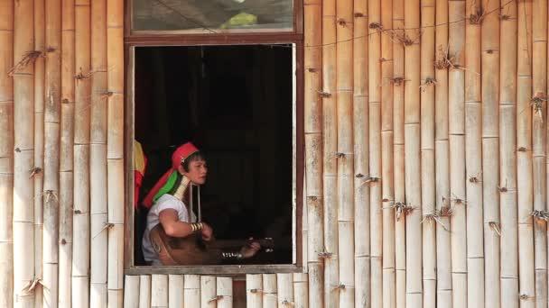 padaung nők ablak