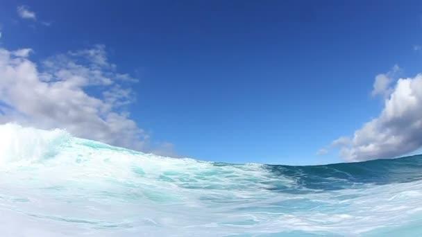 onda delloceano si infrangono