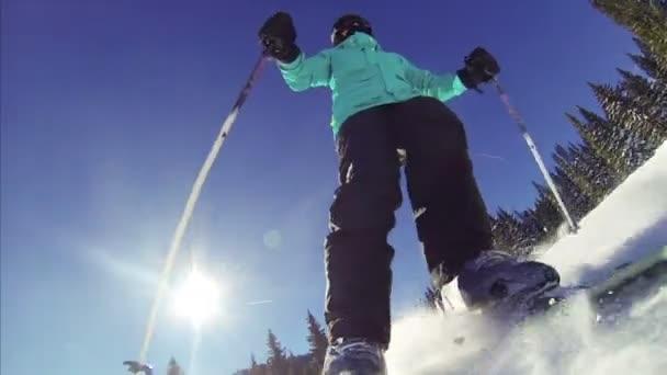 POV žena lyžování