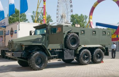 Military armored vehicle