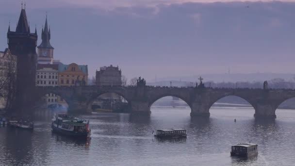 starý Karlův most v Praze, památník, noční pohled