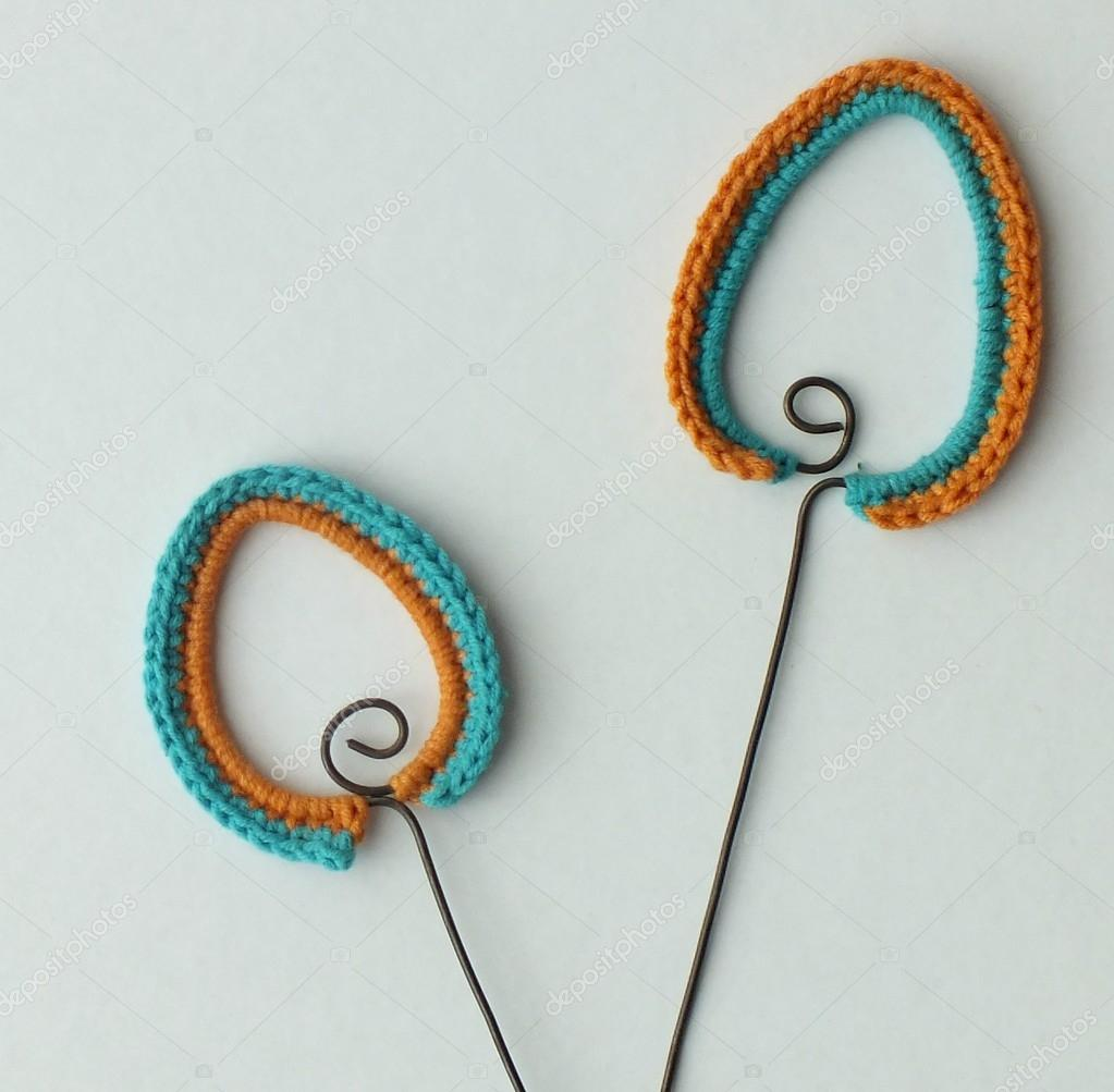 Crochet Easter decorations on the wire - eggs — Stock Photo ...