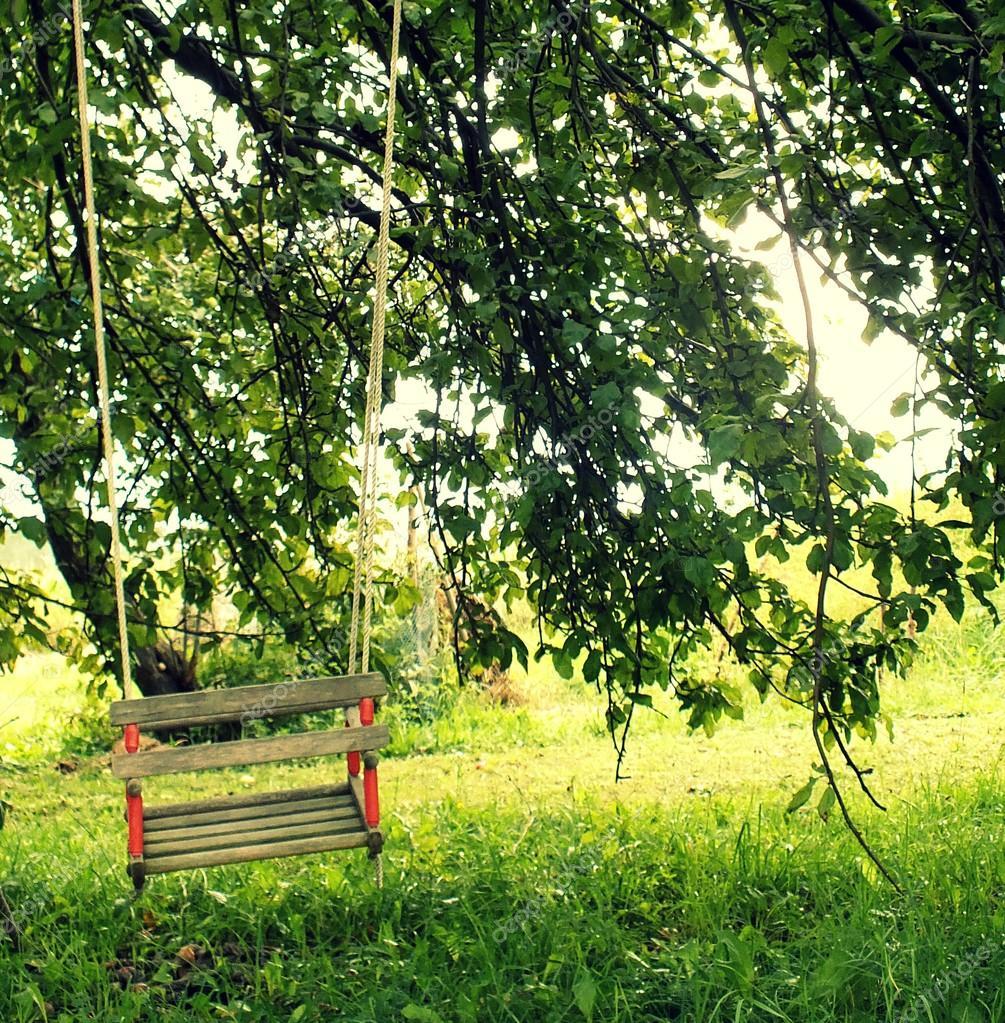 columpio de madera para niños — Foto de stock © slavule #30515691