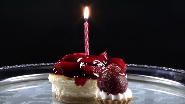 Torta és születésnapi gyertya