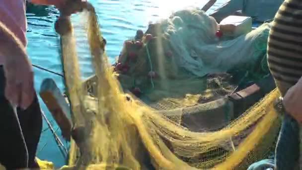 rybáři repiars fishnets