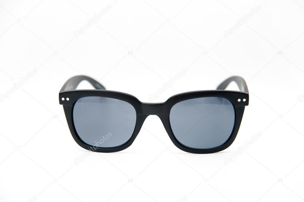 modische schwarze Rahmen Sonnenbrillen auf weißem Hintergrund ...