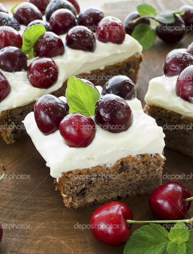 Kuchen Mit Susskirschen Stockfoto C Joan88799 36738021