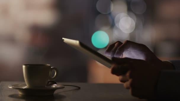 Tábla-Pc használata és a kávéfogyasztás Cafe