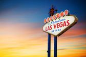 Fotografie Las Vegas Schild bei Sonnenuntergang