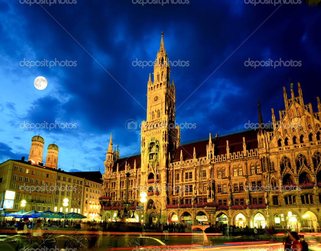 ミュンヘン市庁舎の夜景 — スト...