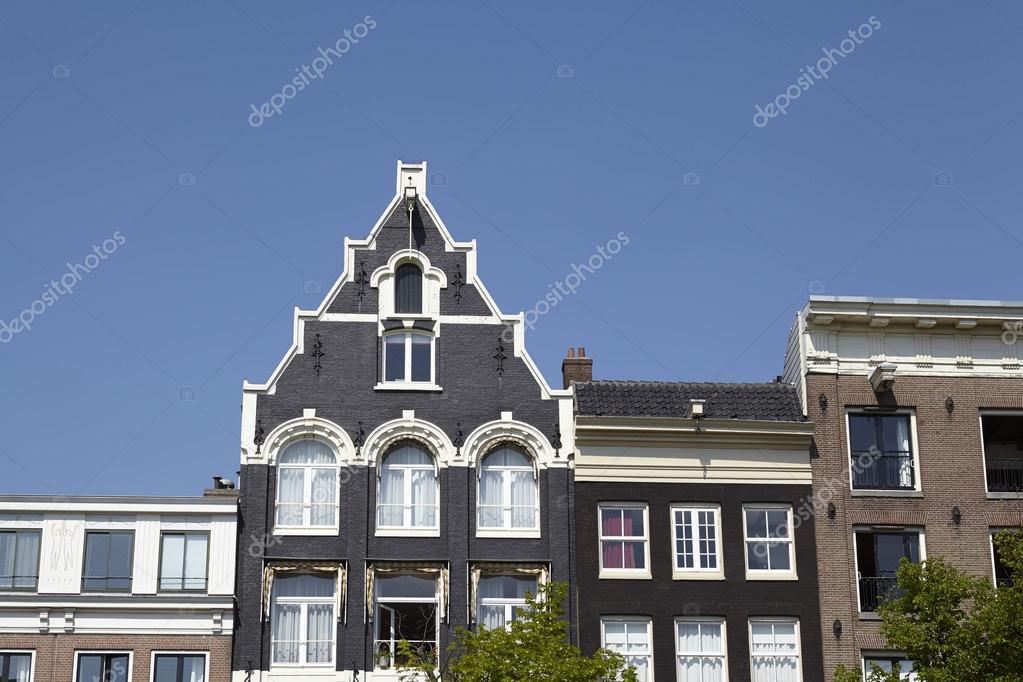 Amsterdam, Niederlande - Giebel der alten Häuser — Stockfoto ...