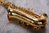 Photo Saxophone on wood