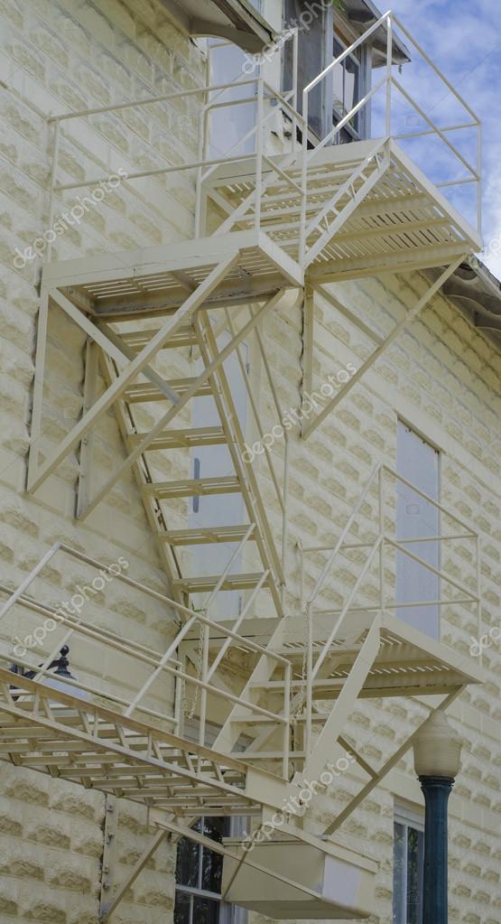 casa exterior de escaleras de salida de emergencia u foto de ivo