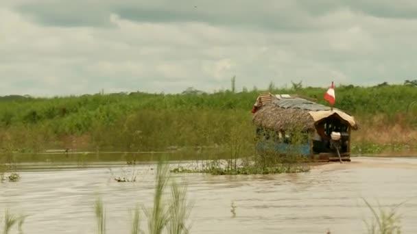 a9c6532c2d5fc2 gita in barca al fiume del amazon — Video Stock © w-chris #38992943