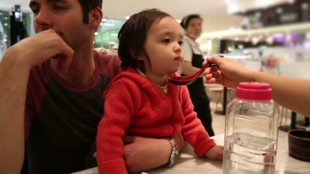 dítě jíst