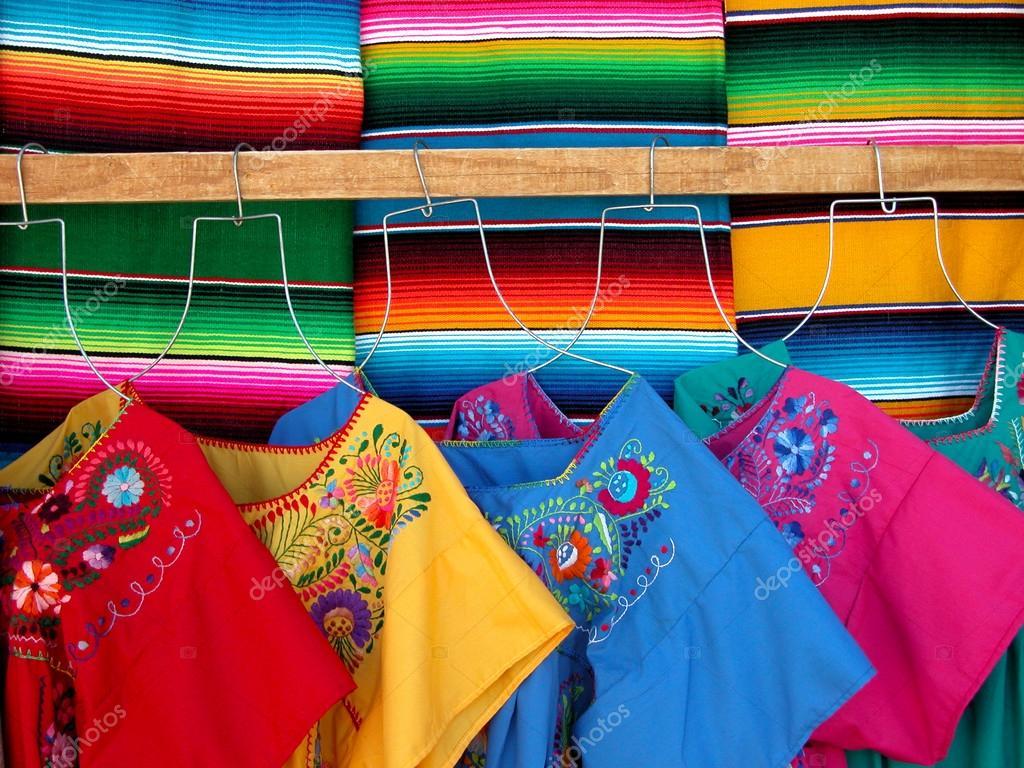 Vestidos Tradicionales Mexicanos Foto De Stock Carterito
