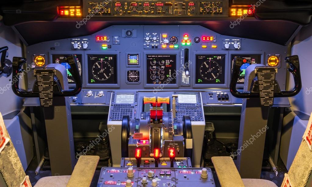 Cabina di pilotaggio di un simulatore di volo in casa for Cabina a 2 piani