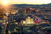 Las vegas Skyline bei Sonnenuntergang - der Streifen - Luftaufnahme des Las vegas Boulevard Nevada
