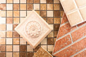 Dekorativní keramické dlaždice
