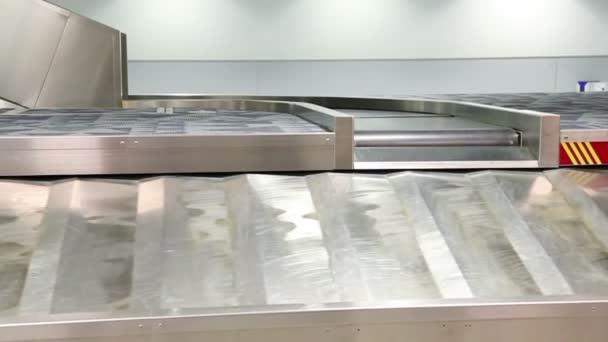 zavazadel na letišti