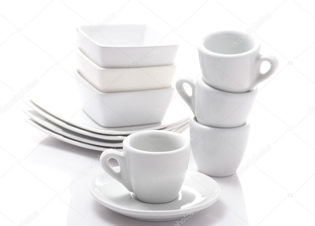 Tazas para caf expreso y platillos aislados sobre un for Tazas para cafe espresso