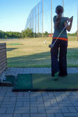 Fotografie žena hrát golf