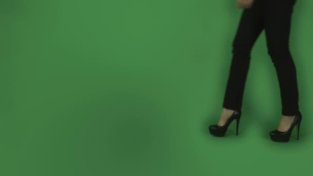 Chůzi nohy na vysokých podpatcích