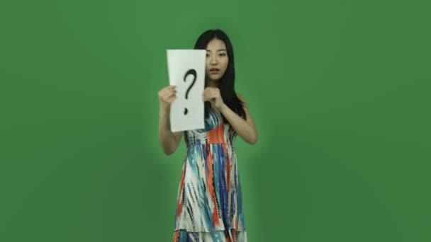 dívka zmatený znakem otazník
