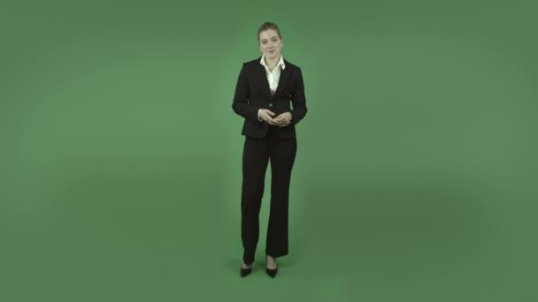 obchodní žena prezentaci a mluví
