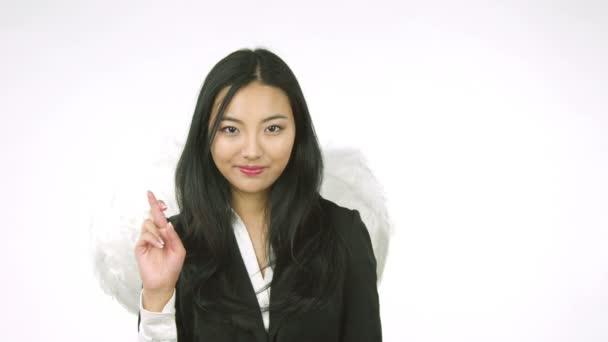 žena s andělská křídla vane polibek