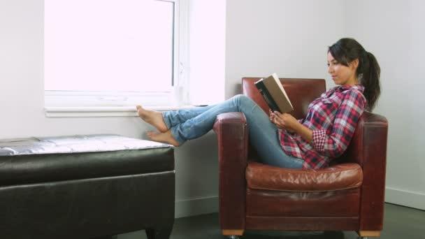 Arabská žena čtení kniha