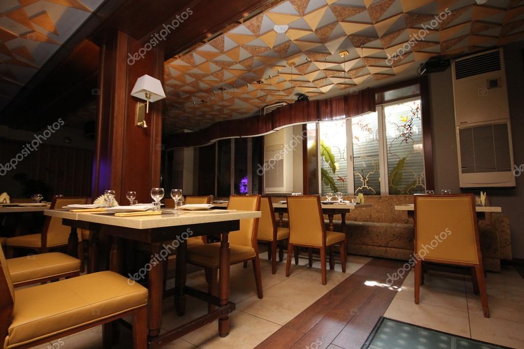 https://st.depositphotos.com/2647053/3281/i/950/depositphotos_32817367-stockafbeelding-interieur-van-een-chinees-restaurant.jpg