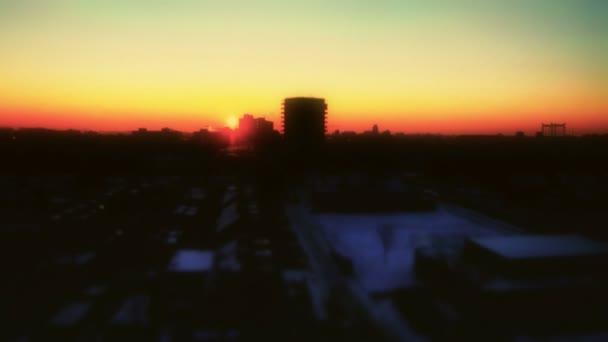 CO2 východ slunce nad zimní malé město časová prodleva