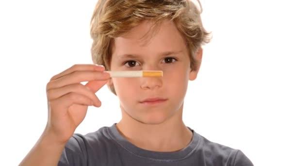 dítě v anti-kouření video