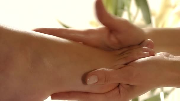 Detailní záběr masáž nohou