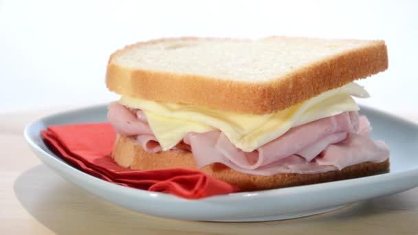 sonkás-sajtos szendvics