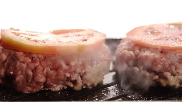 vaření na vnitřní gril hamburgery