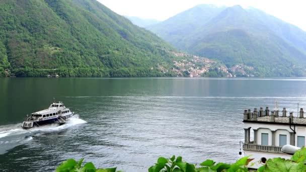 výlet lodí po jezeře como, Lombardie, Itálie