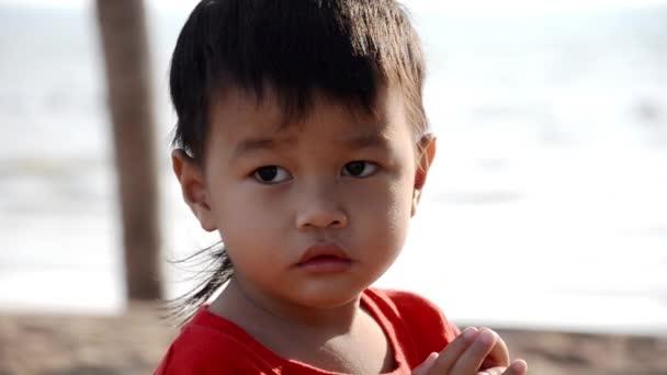 krásné thajské dítě portrét, zpomalené