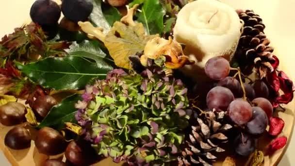 na podzim. Suché plody a objekty