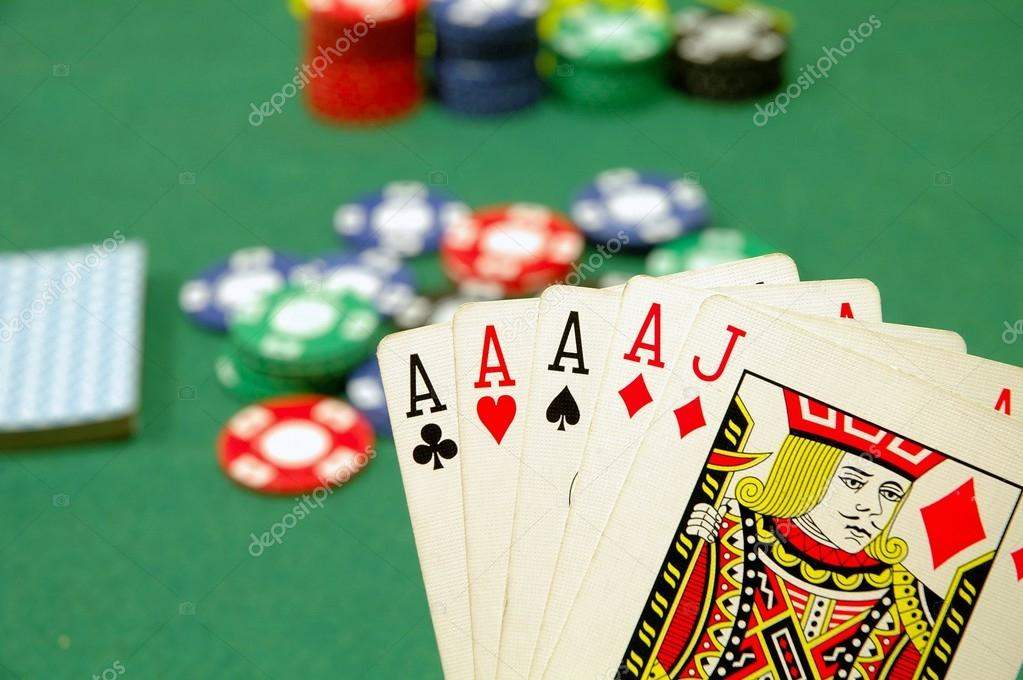 Fiches e carte da poker foto stock anjjanhetman 43324307 - Carte da tavolo poker ...