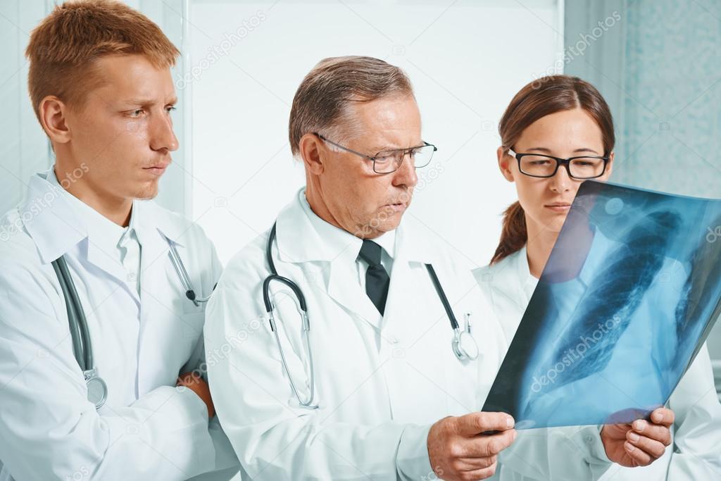 Resultado de imagem para fotos e imagens de médicos