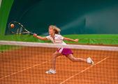 Fotografia Atleta ragazza con racchetta da tennis