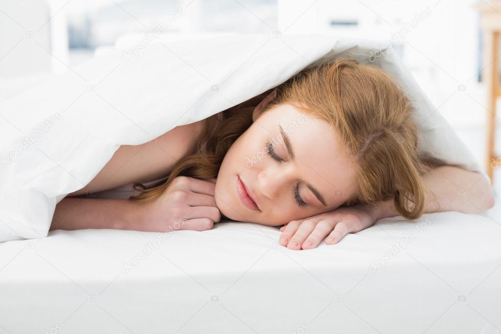 horoshenkie-zhenshini-v-posteli